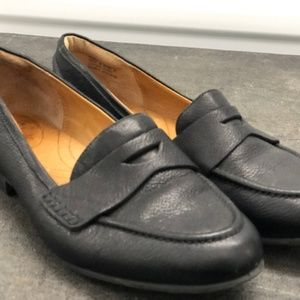 Clark's Women's Black Leather Loafer